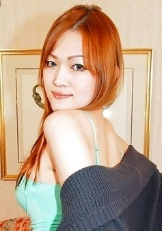 Maria Tominaga always carries herself so well, like the slender t-girl that she is.