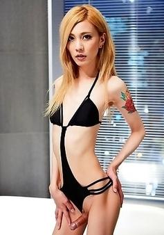 Chulin Nakazawa strips and get fully naked before her bath